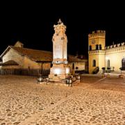Piazza municipale notturno
